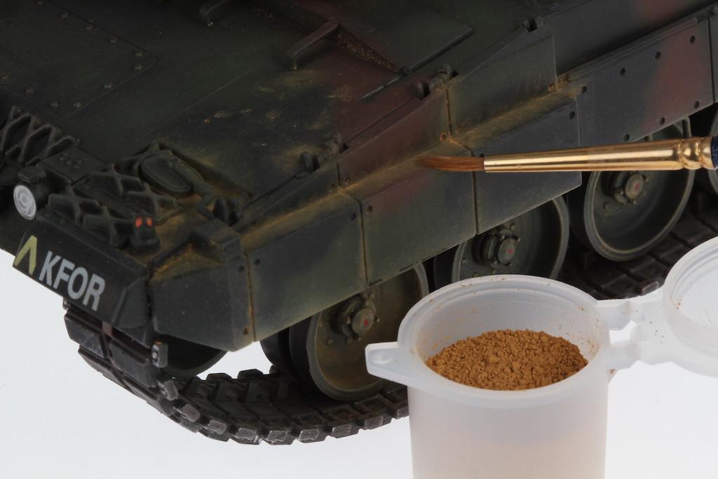 Verschmutzungen-an-Militaerfahrzeugen