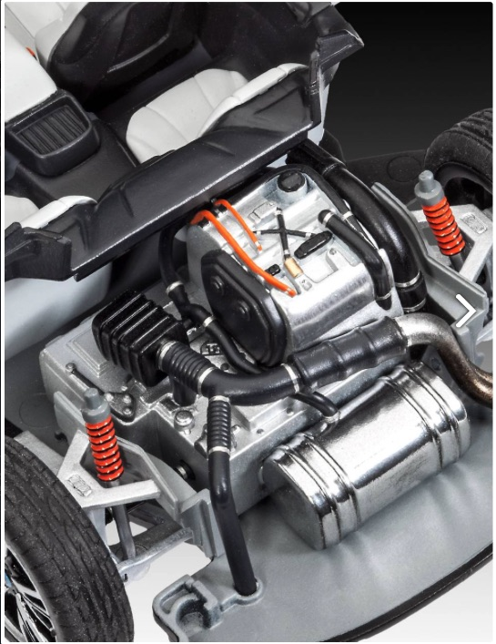 Revell-BMW-i8-Motor
