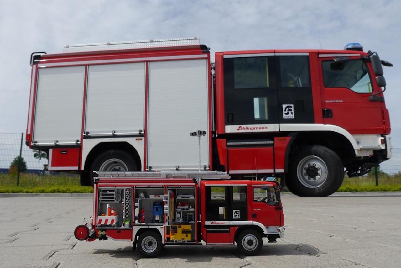 Schlingmann Feuerwehrauto und Modell von Revell